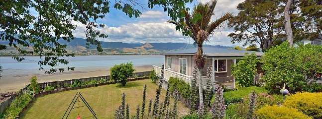 Monaco Haven - Monaco Cottage Accommodation for 2! - Tahunanui vacation rentals
