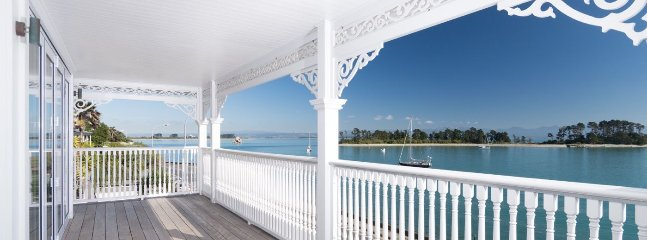 The Elegant Lady - Luxury Nelson Holiday Home Accommdoation - Moana vacation rentals