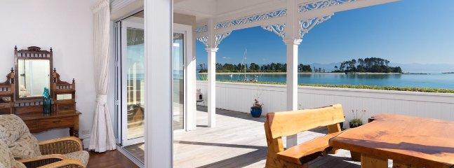 The Elegant Lady - Luxury Nelson Holiday Home Accommdoation - Moana vacation rentals