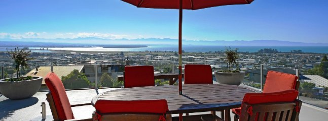 Bay Vista Nelson Holiday Home - Central, Modern, Views! - Nelson vacation rentals