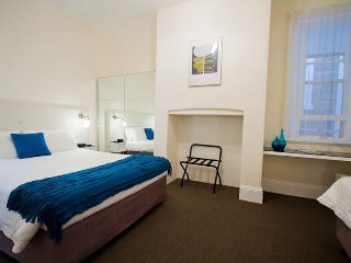 Lovely 2 bedroom Glenelg Apartment with Internet Access - Glenelg vacation rentals