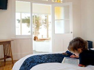 Bright 3 bedroom Condo in Glenelg - Glenelg vacation rentals