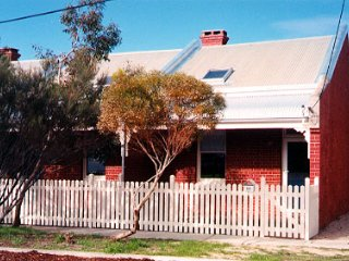 South Beach Cottage 458 South Terrace, South Freo - South Fremantle vacation rentals