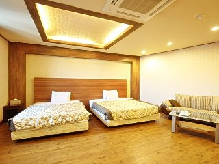 Junior Suite Room (up to 5 guests) including breakfast - very near to subway station - Muju-gun vacation rentals