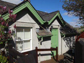 Perfect Cottage with Internet Access and Television - Colton vacation rentals