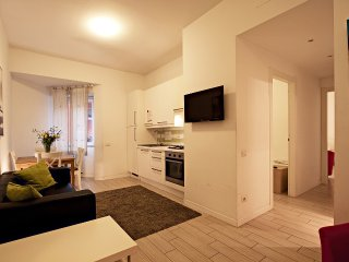 Modern 3-BR Apt with balcony - Roma vacation rentals