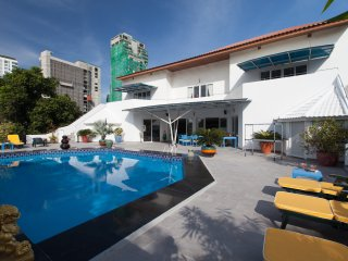 5 Bed - Gym,Pool, Central Phratamnak - Jomtien Beach vacation rentals