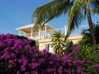 Romantique villa 5* luxe, 200m face mer, piscine, - Fort-de-France vacation rentals