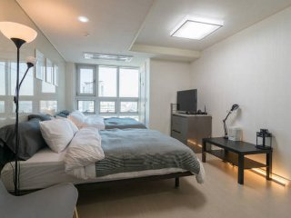 Cozy Condo with Internet Access and A/C - Seoul vacation rentals