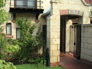 Chandlers -25A Ellen St close to Fremantle Markets - Fremantle vacation rentals