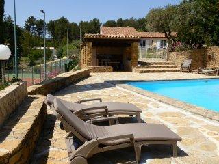 gite au coeur du Bandol, piscine et tennis privés - Le Castellet vacation rentals