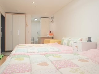[1min@Hongdae stn]Two queen beds-H - Bucheon vacation rentals