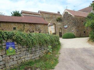 "Chambre ""La Grange"" Au Porche Vauban, VEZELAY - Fontenay-pres-Vezelay vacation rentals"