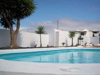 Perfect 2 bedroom Puerto Del Carmen Apartment with Internet Access - Puerto Del Carmen vacation rentals