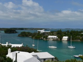 Beautiful Condo with Internet Access and A/C - Hamilton vacation rentals