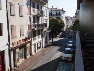 CENTRE ST JEAN DE LUZ, PLAGE A PIED, WIFI + BALCON - Saint-Jean-de-Luz vacation rentals
