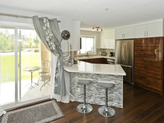 2 Bdrm 2 Bath Beautiful Executive NW Calgary Condo - Calgary vacation rentals