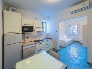 Casa Dell' Orologio - 4 posti nel centro - A24 - Loano vacation rentals