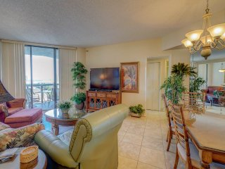 Gorgeous Condo with Hot Tub and Shared Outdoor Pool - Miramar Beach vacation rentals
