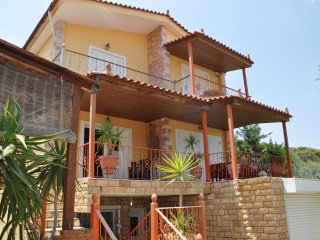 Beautiful Villa in Loutra Elenis with A/C, sleeps 8 - Loutra Elenis vacation rentals