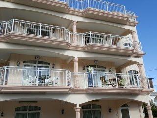 appartement lumineux à 300m de la mer - Grand Baie vacation rentals