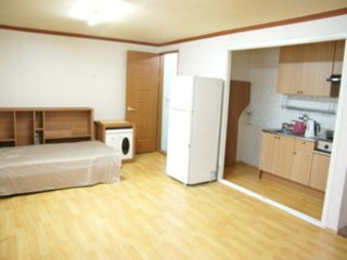 An convenient accommodationin in front of Yeosu Marine park ( room2) - Yeosu vacation rentals