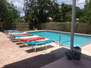 6/4 Salty Bungalow with heated pool off Bayview - Fort Lauderdale vacation rentals