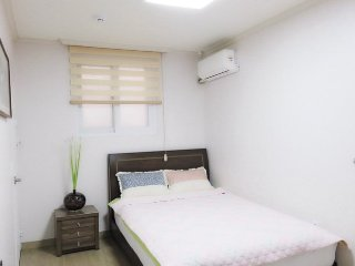 We are offering an affordable and high quality accommodation, wth varieties of free services to our guest, as well as necessary information on Korean history and culture - 1 - Goyang-si vacation rentals