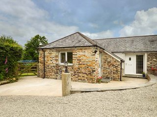 SHEPHERDS REST, barn conversion, pet-friendly, private, enclosed garden, WiFi, Bude, Ref 938056 - Bude vacation rentals