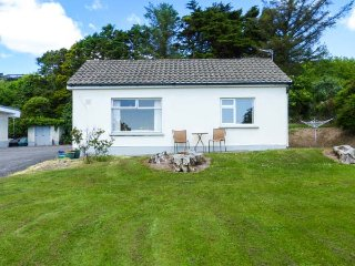 SUMMERFIELD LODGE, apartment, ground floor, garden with furniture, pet-friendly, in Youghal, Ref 939280 - Youghal vacation rentals