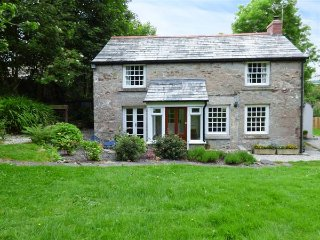 WESTSIDE COTTAGE, 18th century, woodburner, lawned garden, Cardinham, Bodmin - Bodmin vacation rentals