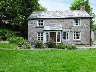 WESTSIDE COTTAGE, 18th century, woodburner, lawned garden, Cardinham, Bodmin, Ref 939525 - Bodmin vacation rentals