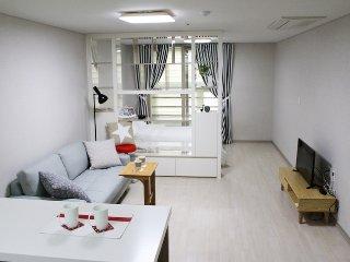 Chic&modern House in Daegu - Daegu vacation rentals