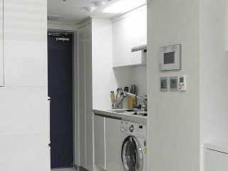 Former Times Square,great shopping location,2minutes walk from the airport direct bus, 3min subway stations - Gwangmyeong-si vacation rentals