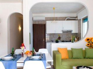 """""""Nettuno"""" - appartamento con veranda a Marina di Ragusa - Marina di Ragusa vacation rentals"""