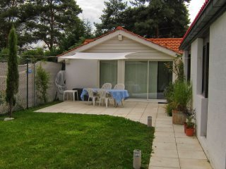 Garden Cottage, with Geneva Transport Card - Geneva vacation rentals