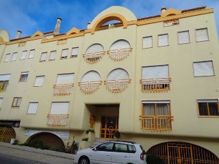 Peniche up to 6 people 200 meters from the beach - Sao Pedro vacation rentals
