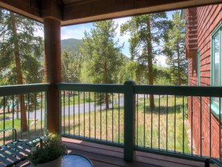 New Listing! Picturesque 1BR Keystone Townhouse w/Wifi, Community Pool & Stunning Mountain Views - Easy Access to Keystone Mountain & Lake! - Keystone vacation rentals