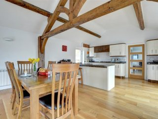 Lovely Cottage with Internet Access and Television - Clawdd Newydd vacation rentals