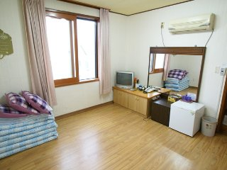 Seogwipo minjoonggak korean room6 - Seogwipo vacation rentals