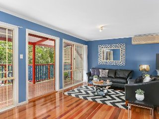 Perfect Position - Cute Cottage - Walk to City - Brisbane vacation rentals
