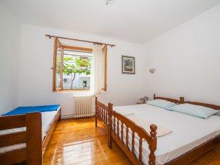 Guest House Radojicic - Triple Room with Shared  Bathroom 4 - Bijela vacation rentals