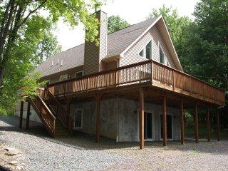 2141 Lakeview Drive Lake Ariel Pa The Hideout - Lake Ariel vacation rentals