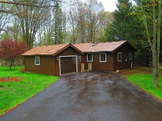 Cottage in the woods - Lake Ariel vacation rentals