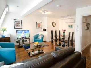 Luxury 1 bed apartment near Liverpool Street/City - London vacation rentals
