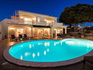 Villa Gemma - Fabulous 5 bedroom villa with pool, games room and sea views - Carvoeiro vacation rentals