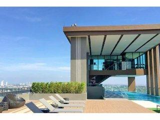 Luxury  Condo, BTS Bearing, BITEC Bangna - Samut Prakan vacation rentals
