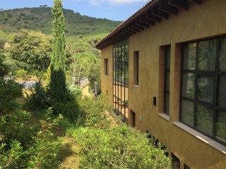 Casa de diseño individual de 500 m2 con piscina - Cabrera de Mar vacation rentals