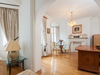 2-bed 2-bath just off Oxford street - London vacation rentals