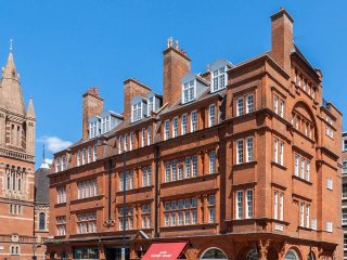 Designer 5-bed flat in Mayfair - London vacation rentals